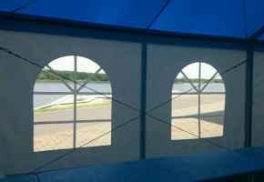 торговый павильон с окнами